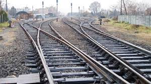 الرئيس السيسي وجه بإزالة التعديات على حرم السكة الحديد