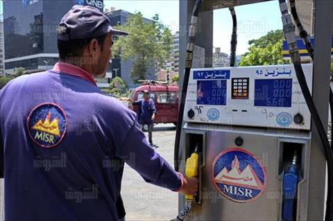 محطات البنزين بالسعر الجديد 5 جنية تصوير احمد عبد اللطيف