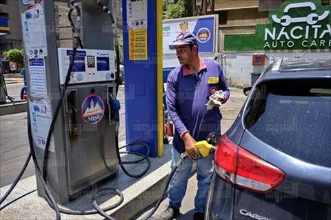 محطات الوقود تبدأ تطبيق الأسعار الجديدة - تصوير: أحمد عبداللطيف