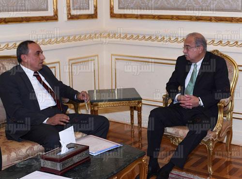رئيس الوزراء يستقبل نقيب الصحفيين عبد المحسن سلامه تصوير سليمان العطيفى