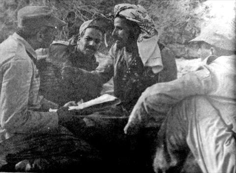 """الغادر زعيم قبائل """"الخولان"""" فى لقائه بالقادة المصريين"""