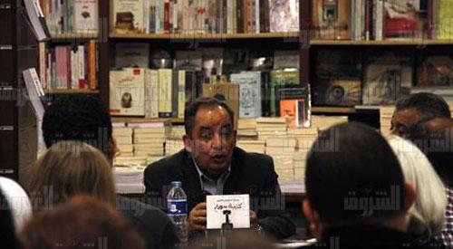 حفل توقيع «كتيبة سوداء» للكاتب محمد المنسي قنديل في مكتبة الشروق بالزمالك - تصوير: ابراهيم عزت