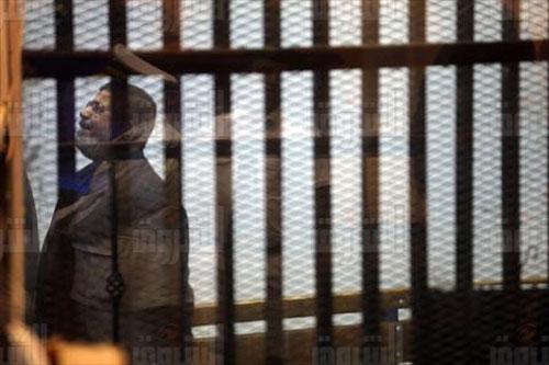 «مرسي» بالبدلة الزرقاء في جلسة قضية التخابر- تصوير روجيه أنيس