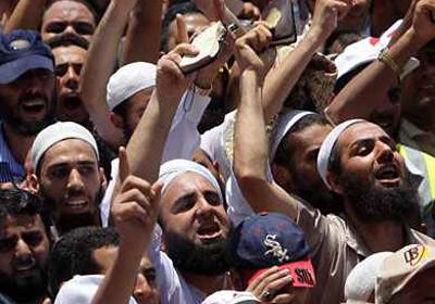 أرى- والواقع يؤيد كلامي- أن الإخوان هم أكثر فصيل في التيار الإسلامي جله إن لم يكن كله، معرفة بواقع البلد السياسي