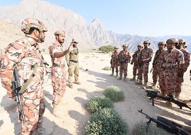 منخفض جوي يضرب عُمان.. والجيش ينضم لعمليات البحث والإنقاذ
