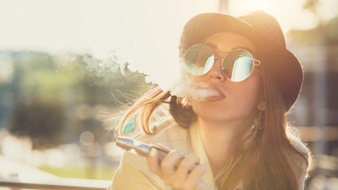 تم الإبلاغ عن 450 حالة إصابة بأمراض الرئة، نتيجة التدخين الإلكتروني في الولايات المتحدة.<br/>