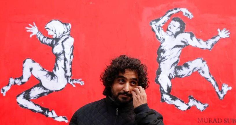 مراد سبيع الفنان اليمني في باريس. تصوير: كريستيان هارتمان - رويترز.