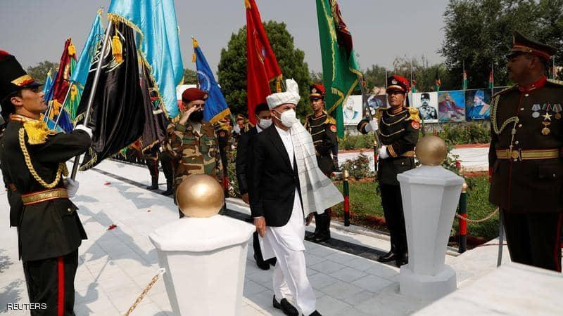 فيديو.. إطلاق صواريخ قرب القصر الرئاسي الأفغاني أثناء صلاة العيد.. غنى كان حاضرا