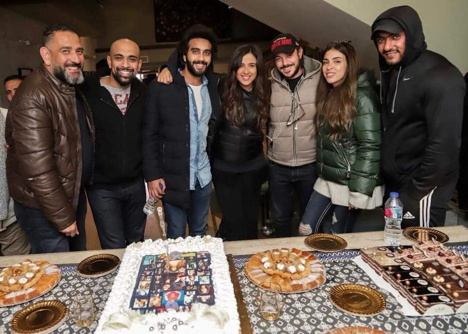 بالصور ياسمين عبد العزيز تحتفل بعيد ميلادها فى كواليس مسلسل الملكة بوابة الشروق نسخة الموبايل