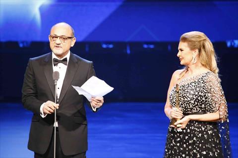 يسرا وشريف عرفة من حفل افتتاح الدورة 41 لمهرجان القاهرة السينمائي الدولي