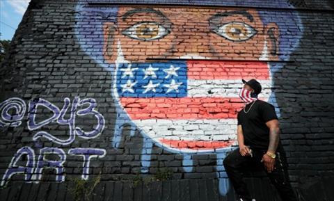 فنان أمريكي يزين جدران الشوارع برسومات لمكافحة كورونا