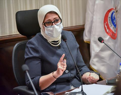 الدكتورة هالة زايد وزيرة الصحة خلال اجتماعها بشركات الأدوية
