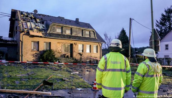 تضرر مبان وإصابة 17 شخصا بعد إعصار ضرب بلدة بلجيكية