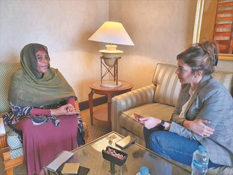 محررة «الشروق» أثناء حوارها مع وزيرة الخارجية السودانية مريم الصادق المهدي