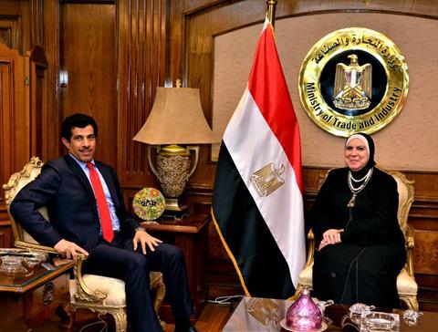 وزيرة الصناعة و سفير قطر