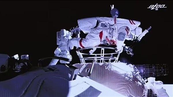 القيادة الفضائية الأمريكية تنفذ برنامجا لتعزيز قدرات الاستطلاع الجو-فضائي للمملكة المتحدة