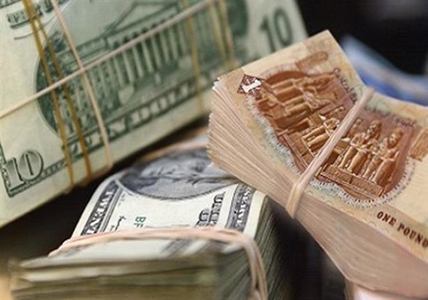 لماذا انخفض الدولار أمام الجنيه؟ style=
