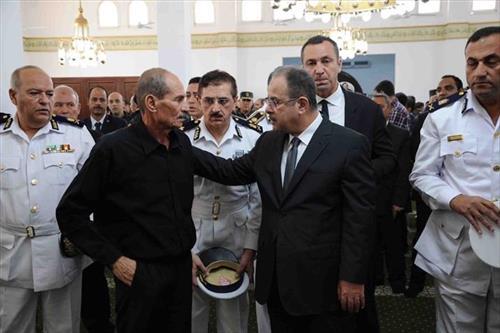 وزير الداخلية يتقدم الجنازة العسكرية لشهيد الشرطة بطريق الأوتوستراد