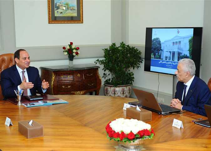 الرئيس خلال اجتماعه مع وزير التعليم - أرشيفية