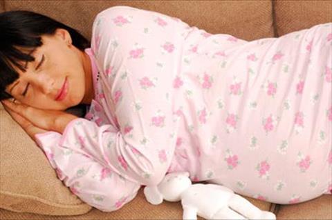 8 نصائح تساعدك في التغلب على صعوبات نومك أثناء الحمل