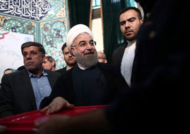 روحاني يدلي بصوته في انتخابات الرئاسة الإيرانية