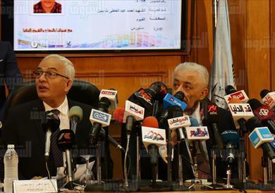 وزير التعليم أثناء اعلان النتيجة