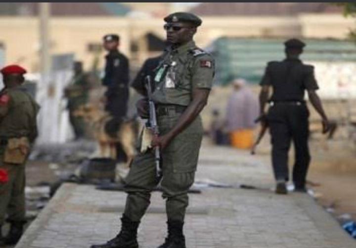 نيجيريا توقف ضابطا كبيرا عن العمل بوحدة مكافحة الإرهاب