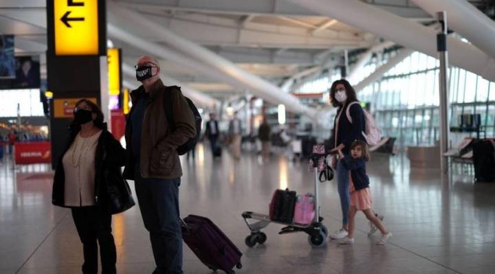 تقرير: وزير الخزانة يطالب بتخفيف عاجل لقيود السفر في بريطانيا