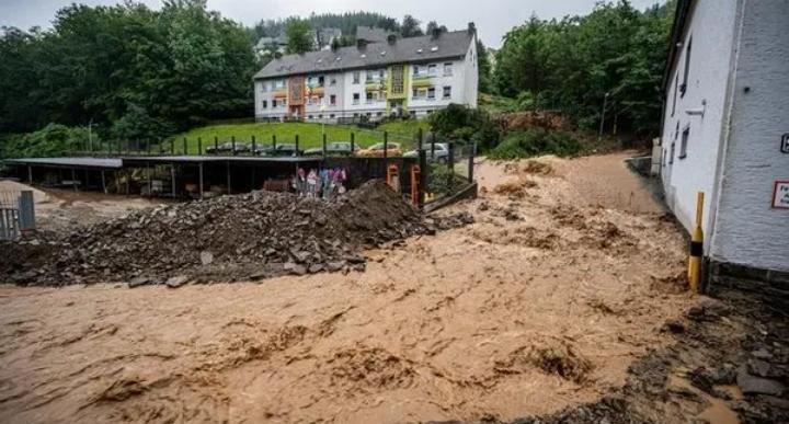 استطلاع: أغلب الألمان يربطون بين تغير المناخ والفيضانات الأخيرة في البلاد