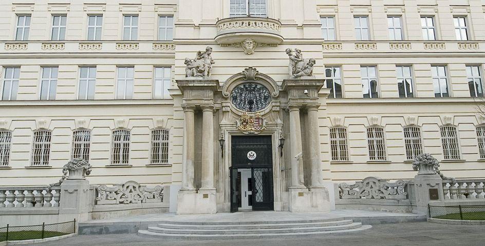 واشنطن تحقق في شكاوى صحية غامضة لدبلوماسيين أمريكيين في فيينا