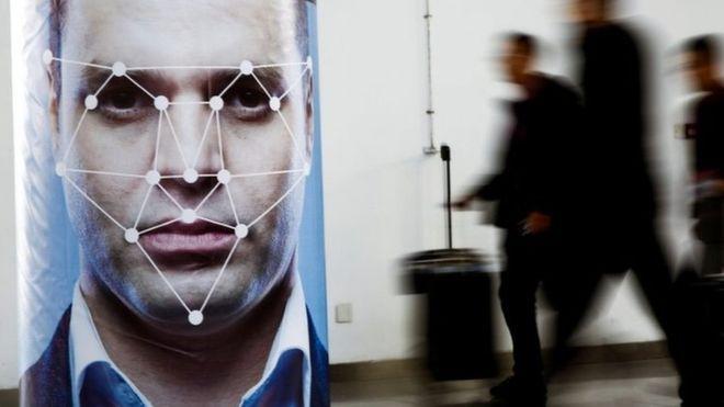 المستخدمون يقولون إن فيسبوك لم يتخذ ما يكفي من الإجراءات لإبلاغهم باستخدام الصور في تطوير خاصية التعرف على الوجوه