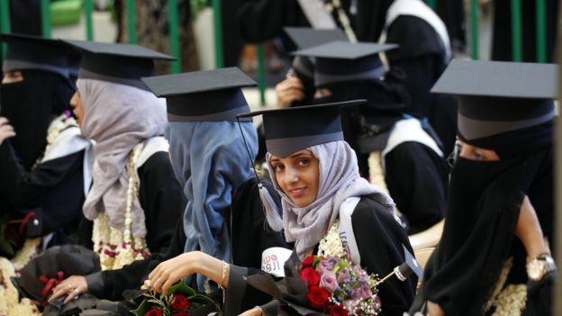 آلاف الشباب يتخرجون من الجامعات العربية كل عام