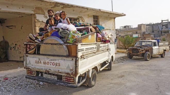 السوريون في إدلب وريفها وجدوا أنفسهم عالقين في الصراع بين قوات الأسد وفصائل المعارضة المسلحة