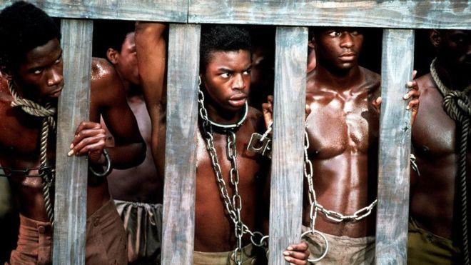 """أنتجت أعمال درامية شهيرة حول قصص العبيد في الولايات المتحدة، بدءا من مسلسل """"الجذور"""" التليفزيوني إلى فيلم """"12 عاما من العبودية"""" ورواية """"السكك الحديدية السرية"""""""