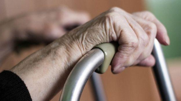 تؤدي إصابات المفاصل إلى التهاب المفاصل، وهي الصورة الأكثر شيوعا لأمراض المفاصل، الذي يتسبب في الألم والإعاقة في نحو 50 في المئة من المرضى.