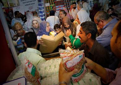 إقامة 3 معارض «أهلا رمضان» لتوفير السلع الغذائية للمواطنين بأسعار مخفضة بقنا