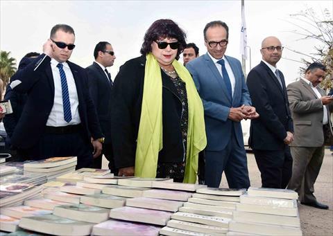 وزيرة الثقافة تتفقد معرض الكتاب