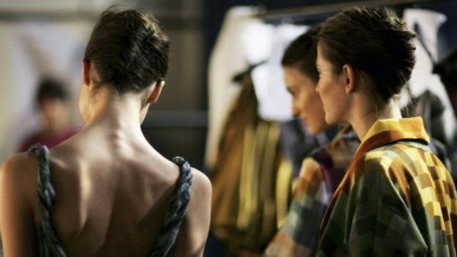 فرنسا تحظر تشغيل عارضات الأزياء شديدات النحافة