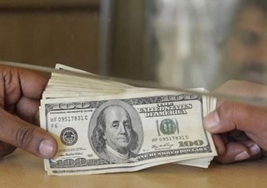 الدولار يتراجع ما بين 3 و5 قروش أمام الجنيه خلال التعاملات اليوم