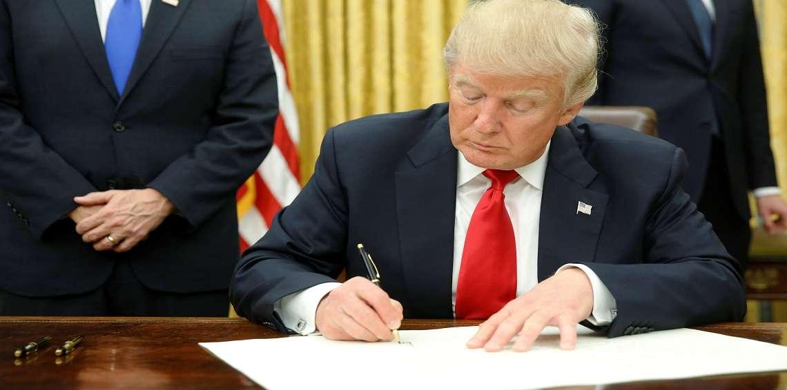 الرئيس الأمريكي يفرض عقوبات اقتصادية على الصين