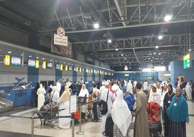 نقل 5 آلاف معتمر من مطار القاهرة إلى الأراضي المقدسة لأداء العمرة