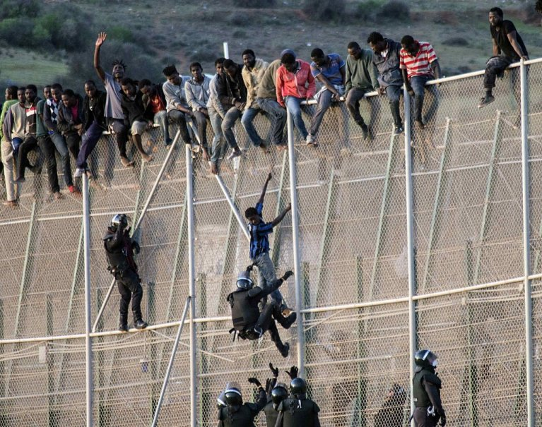 وكالة: عبور أكثر من 200 شخص من المغرب إلى مليلية الإسبانية