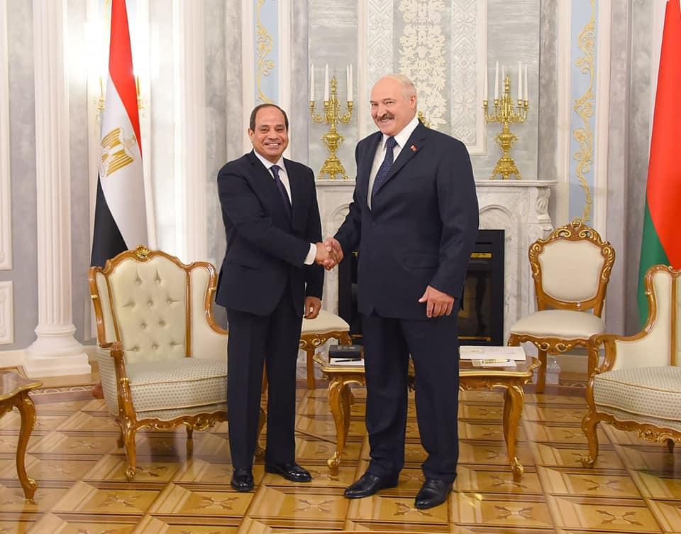 الرئيس البيلاروسي يقلد السيسي وسام صداقة الشعوب