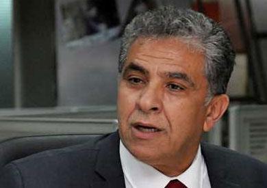 وزير البيئة يشهد توقيع عقود معدات المخلفات وتطوي التدوير