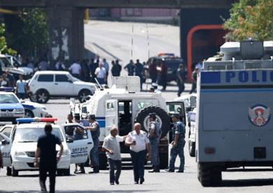 الشرطة الأرمينية تحتجز أكثر من 100 متظاهر في يريفان