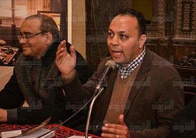 الكاتب الروائي حسن كمال