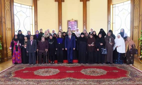 الرئيس السيسي يكرم عددًا من النماذج المشرفة لسيدات مصر في حفل تكريم المرأة المصرية