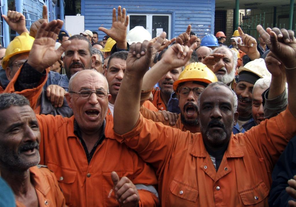 فصل وتعسف وتشريد.. من يحمى عمال مصر؟