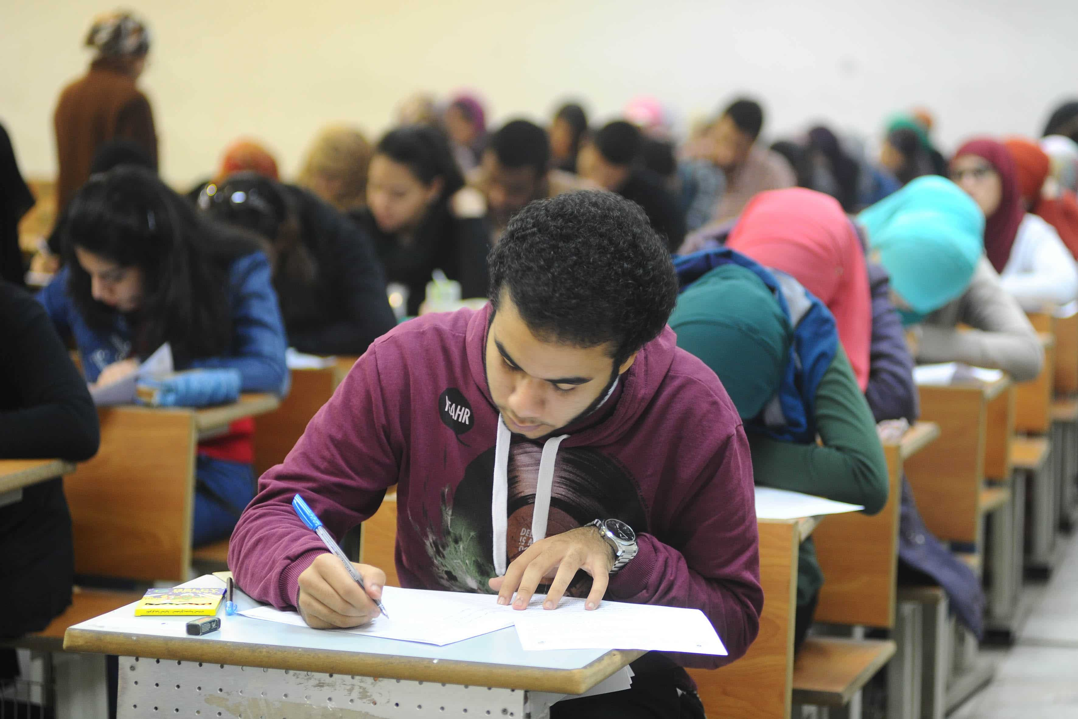 «المهن التعليمية»: لم نتلق شكاوى من مراقبي امتحانات الثانوية