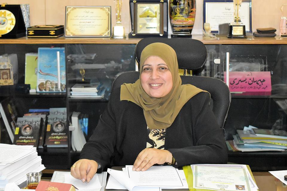 عميدة كلية الإعلام بجامعة القاهرة الدكتورة جيهان يسري